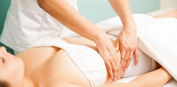Masajes tras el aumento de pecho: fisioterapia postoperatoria